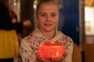 Een lampion maken voor Sint Maarten optocht.
